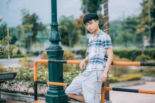 Foto d'estoc gratuïta de colors freds, model, noi asiàtic