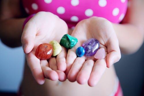 Безкоштовне стокове фото на тему «аметист, багатобарвний, барвистий, блискучий»