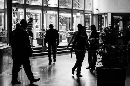 Δωρεάν στοκ φωτογραφιών με αεροδρόμιο, άνδρας, Άνθρωποι, ασπρόμαυρο