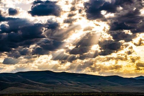 Δωρεάν στοκ φωτογραφιών με ακτίνες ηλίου, βουνά, γραφικός, δύση του ηλίου