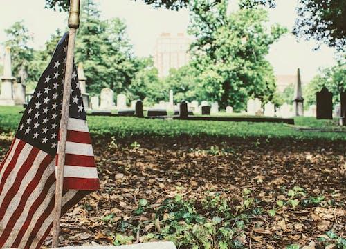 Soporte De La Bandera Estadounidense En El Cementerio De Los Héroes Nacionales