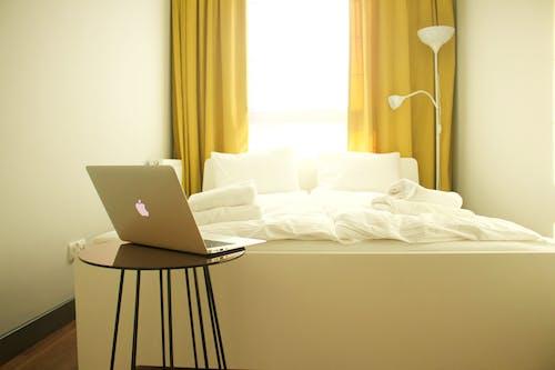 Ingyenes stockfotó ágy, bárszék, belső, belsőépítészet témában
