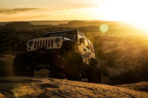 Foto d'estoc gratuïta de fons de pantalla, Fons de pantalla 4k, hora daurada, jeep