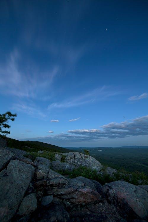 คลังภาพถ่ายฟรี ของ ท้องฟ้า, ภูเขา, หญ้า, หิน