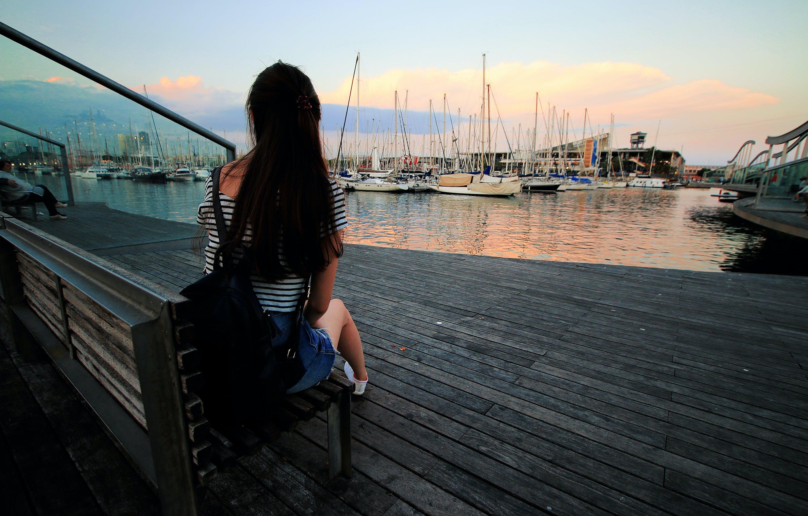 Бесплатное стоковое фото с вода, гавань, женщина, лодки