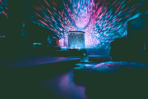 Photos gratuites de à l'intérieur, bleu, boîte de nuit, coloré