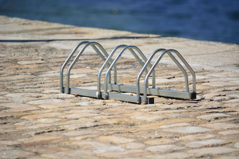 Foto profissional grátis de ã ‰ cologie, arceaux, bicyclettes, estacionamento