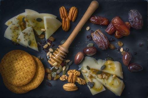 Darmowe zdjęcie z galerii z daktyle, daty, drewno, jedzenie