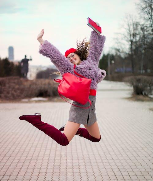 Безкоштовне стокове фото на тему «відпочинок, веселий, вродлива, Дівчина»