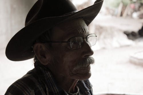 Fotobanka sbezplatnými fotkami na tému fúzy, kovboj, kovbojský klobúk, muž