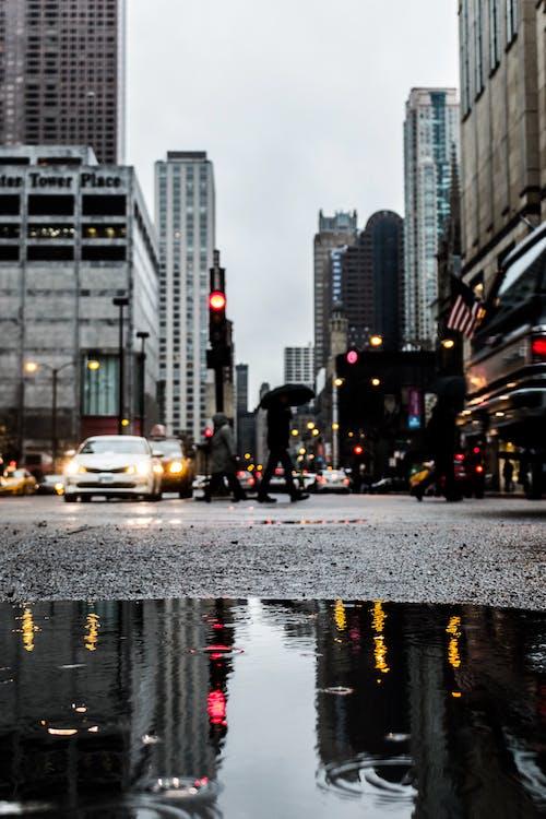 Безкоштовне стокове фото на тему «автомобіль, архітектура, Будівля, відображення»