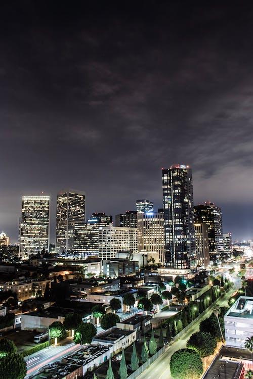 Безкоштовне стокове фото на тему «архітектура, будівлі, горизонт, місто»