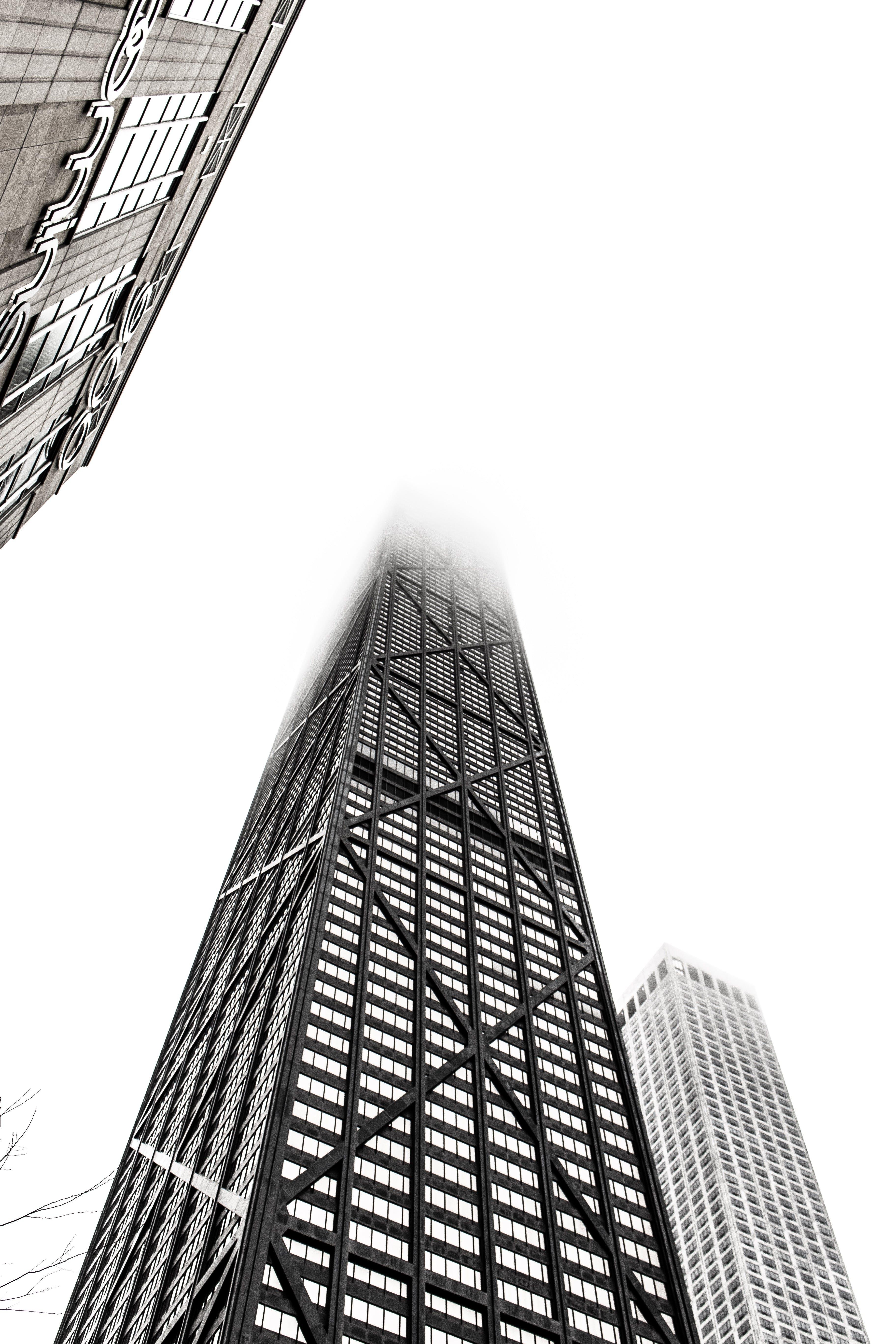 bakış açısı, bina, bulutlu, dar açılı çekim içeren Ücretsiz stok fotoğraf
