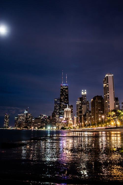 Ilmainen kuvapankkikuva tunnisteilla arkkitehtuuri, hämärä, kaupungin valot, kaupunki