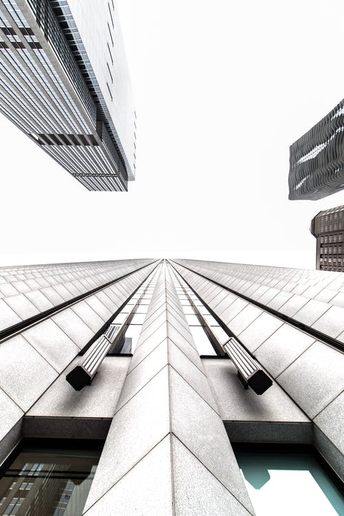 Darmowe zdjęcie z galerii z architektura, biura, budynki, chmury