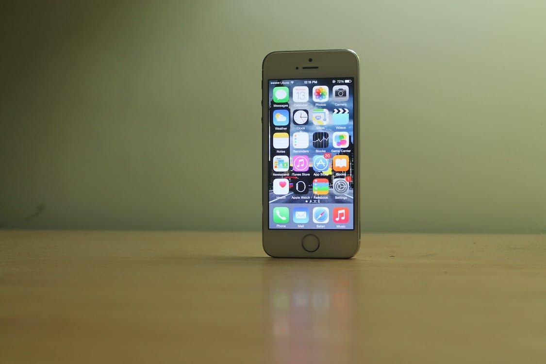Free stock photo of apple, cellular device, i phone se