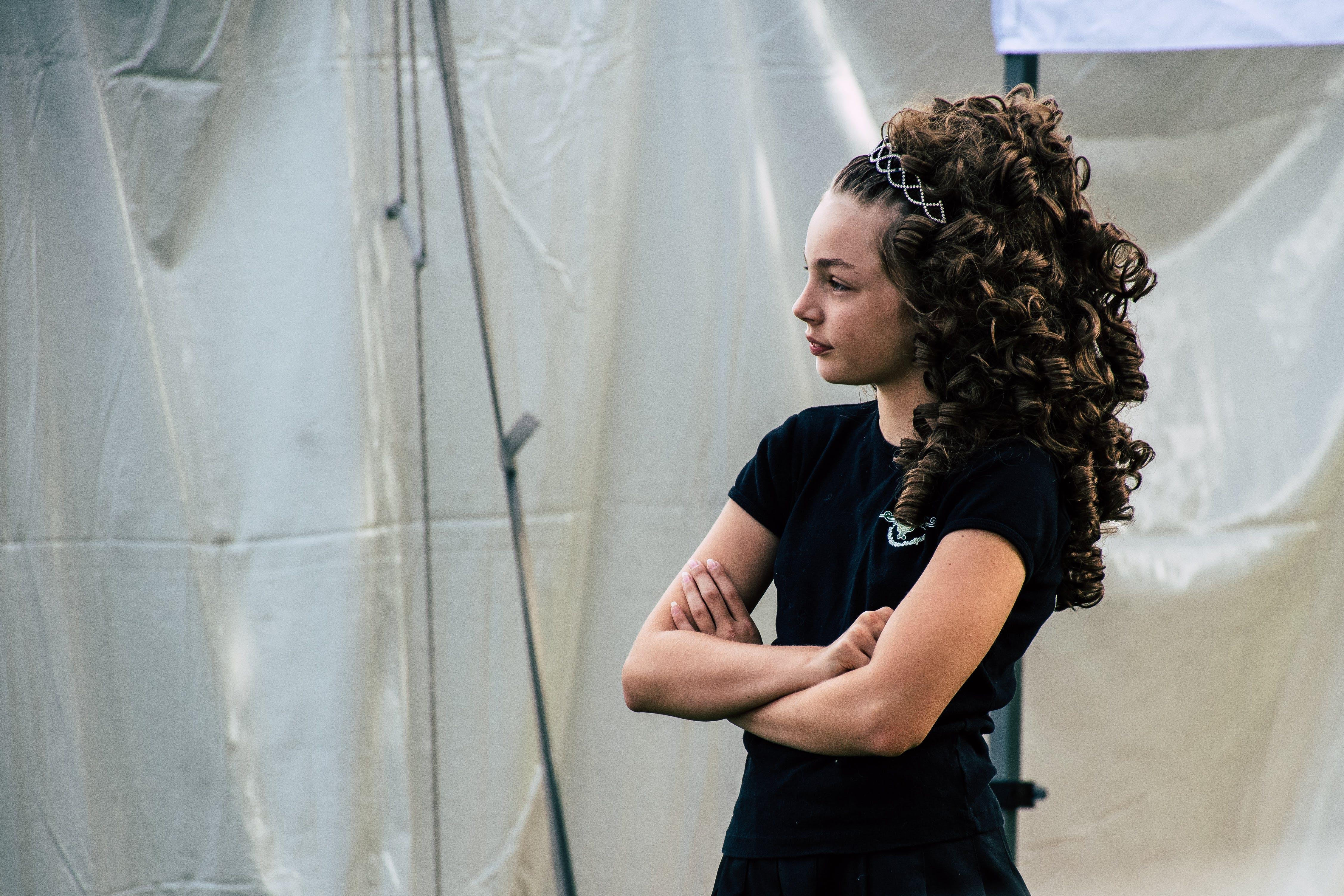 Darmowe zdjęcie z galerii z dziewczyna, fryzura, kobieta, patrzący