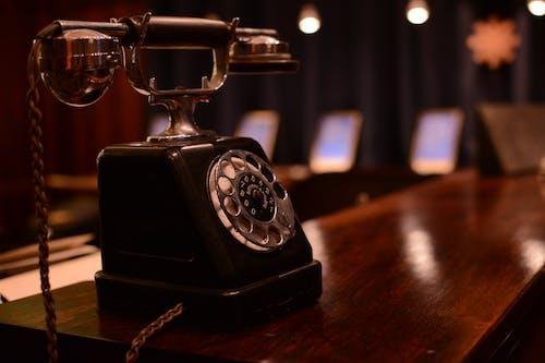 Gratis arkivbilde med mesa, skrivebord, telefon, telefon antigo