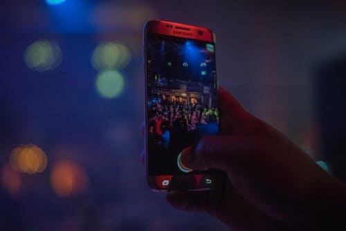 Darmowe zdjęcie z galerii z nocne życie, telefon komórkowy