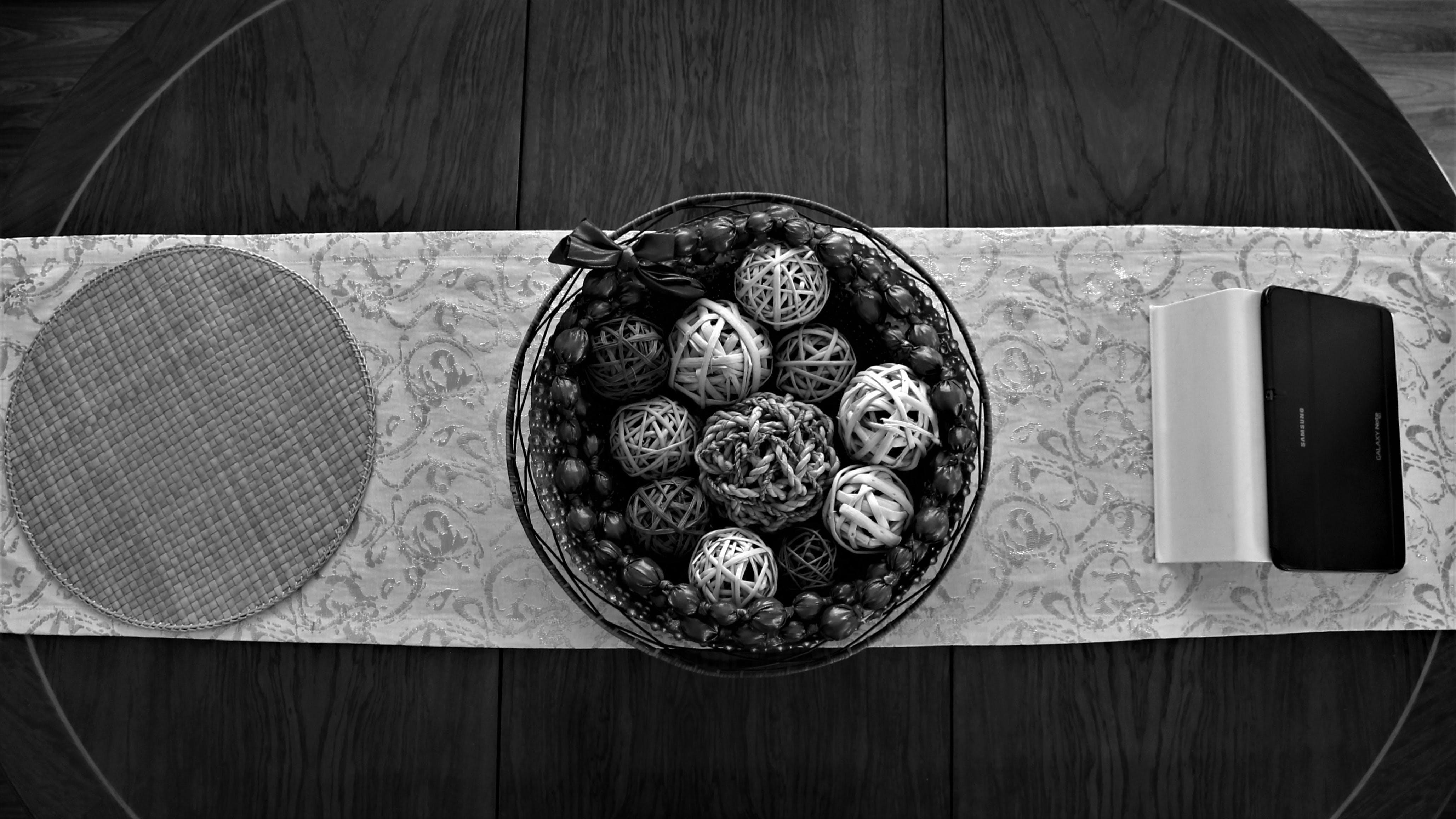 Imagine de stoc gratuită din alb-negru, ațe, container, culori