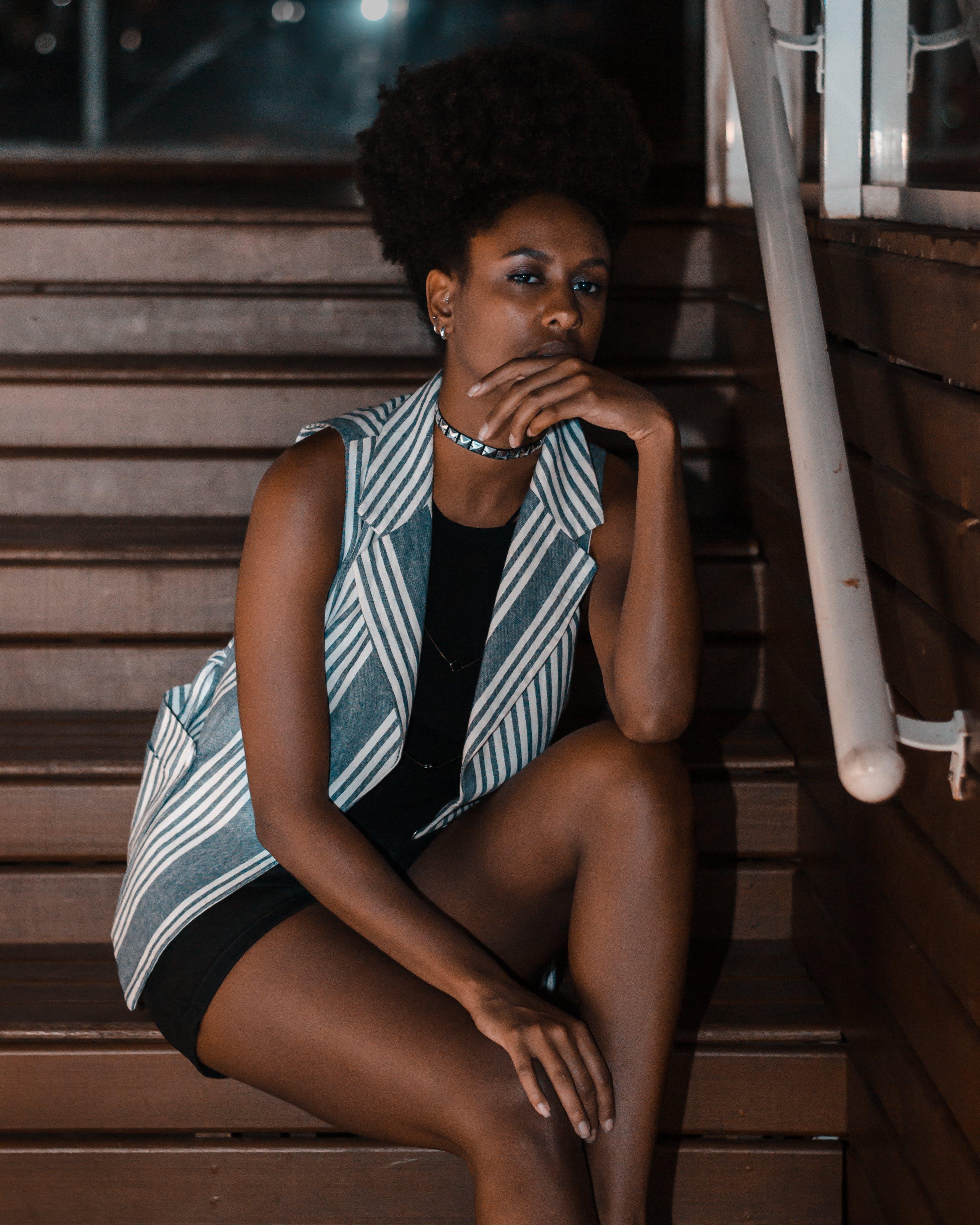afrikansk amerikan kvinna, afro, ansiktsuttryck