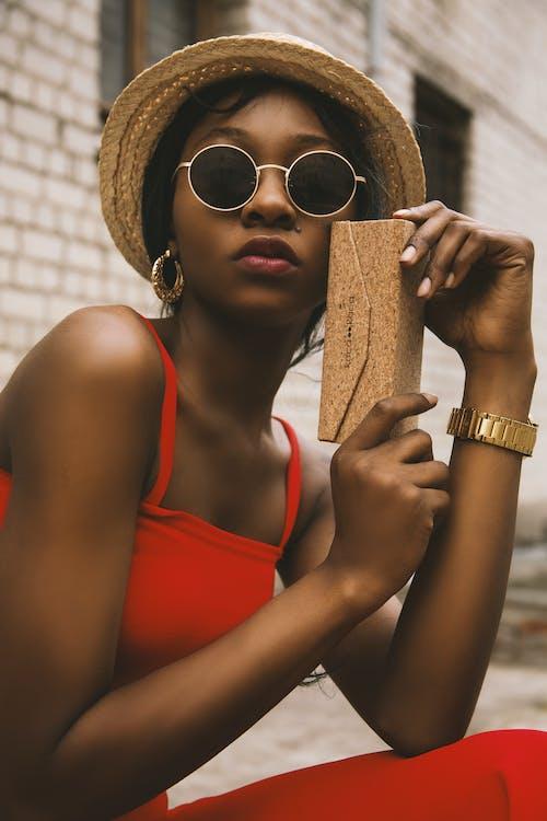 aantrekkelijk mooi, Afro-Amerikaanse vrouw, beschermhoes
