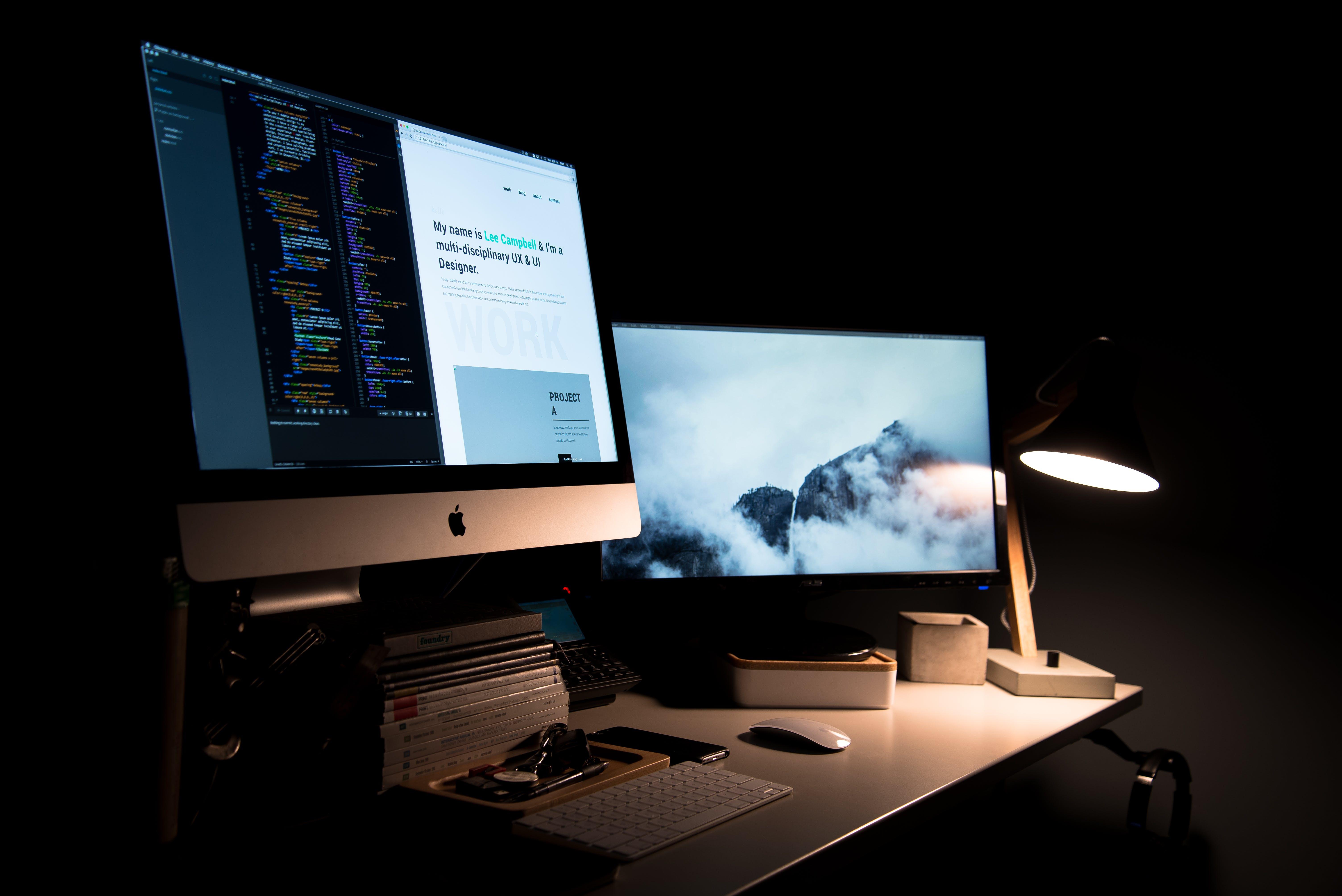 Základová fotografie zdarma na téma apple, klávesnice, knihy, lampa