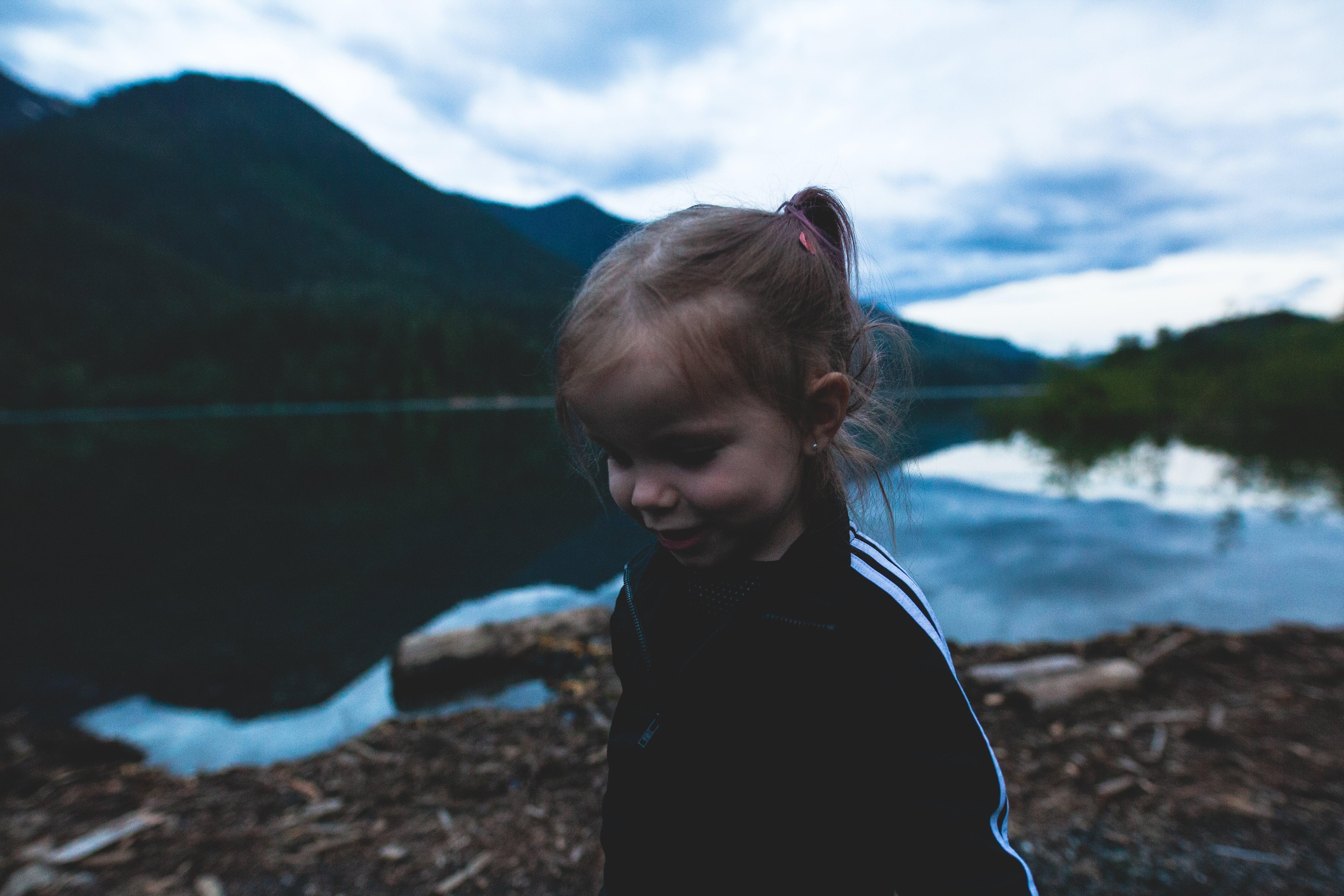 Gratis stockfoto met aanbiddelijk, berg, blijdschap, eigen tijd