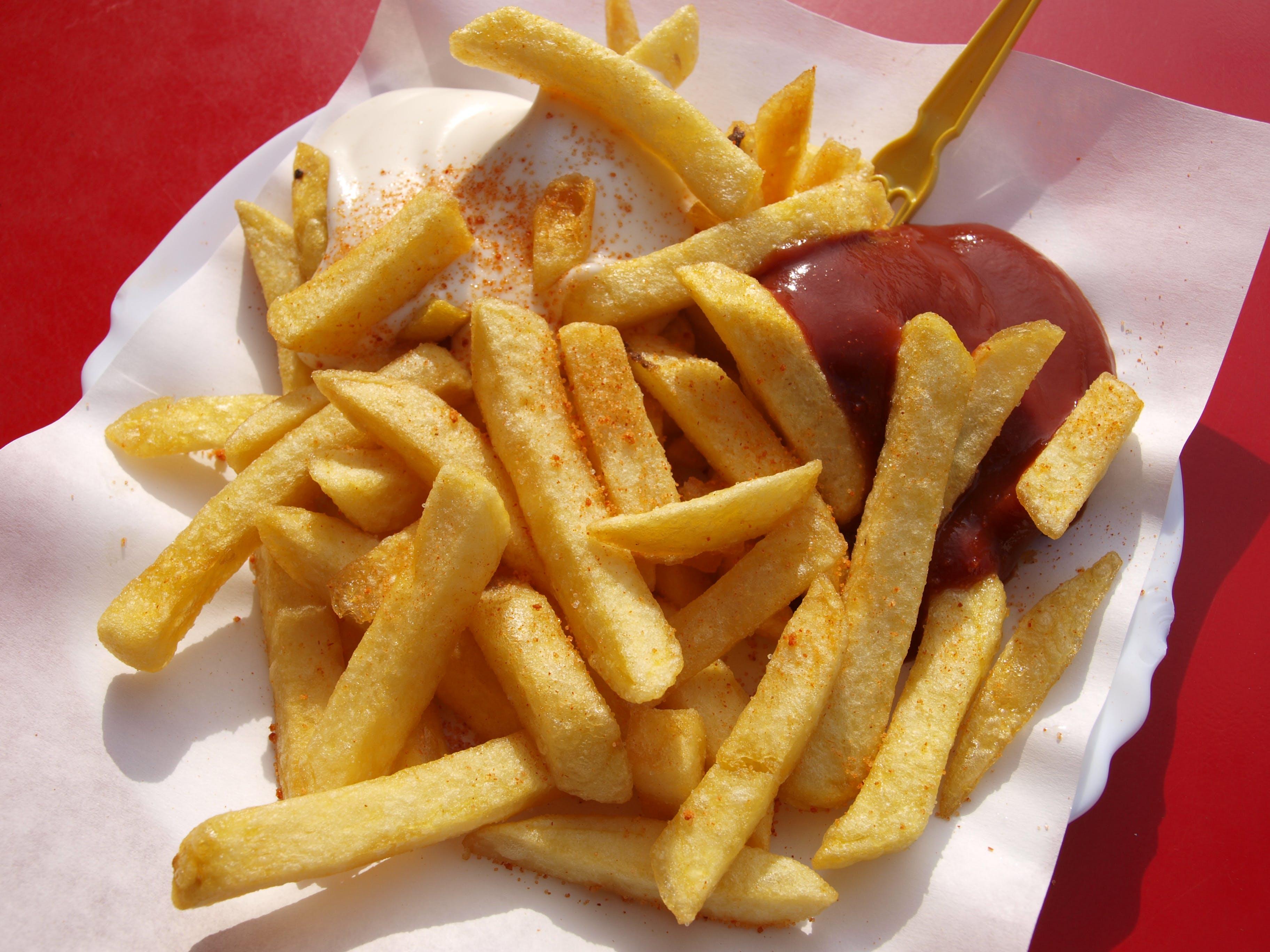 快餐, 炸薯條, 番茄酱, 番茄醬 的 免费素材照片