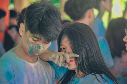 Foto profissional grátis de asiáticos, azul, desgaste, expressão facial