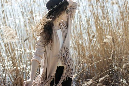 女孩, 帽子, 水, 沼澤 的 免费素材照片