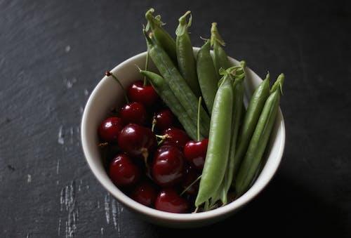 Безкоштовне стокове фото на тему «вишні, зелений горошок, літо, овочі»