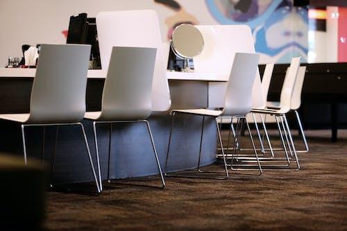 Foto stok gratis biro, cermin, kursi