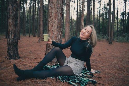 Foto stok gratis cewek, hutan, musim dingin, penghijauan
