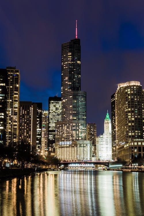 Fotobanka sbezplatnými fotkami na tému budovy, krásny, mestské svetlá, mestský