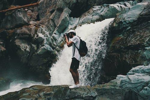 Gratis stockfoto met avontuur, hiken, kerel, waterval