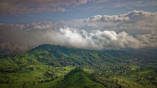 bulut, dağ, doğa, drone bakışı içeren Ücretsiz stok fotoğraf