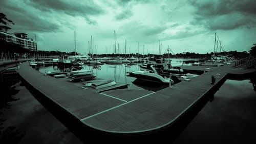 Imagine de stoc gratuită din alb-negru, apă, cer noros, fotografie de unghi larg