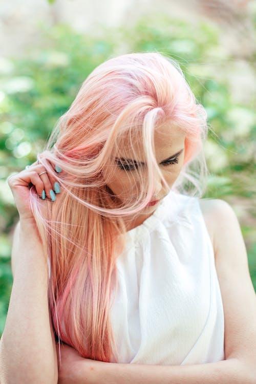 Ilmainen kuvapankkikuva tunnisteilla hiukset, kampaus, käsi, katsoa alas
