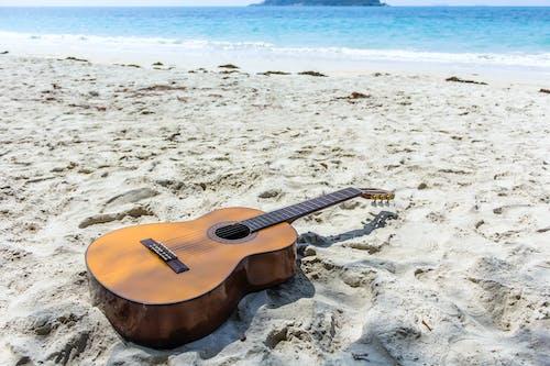 คลังภาพถ่ายฟรี ของ การผ่อนคลาย, กีตาร์, ชายหาด, ดนตรี