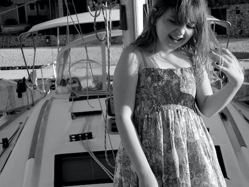 Foto profissional grátis de amor, barco, férias, garota