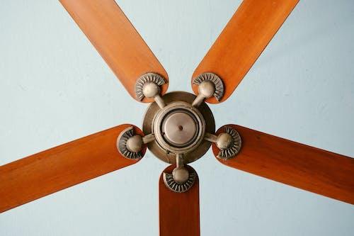 Fotos de stock gratuitas de antiguo, fan, madera, metal