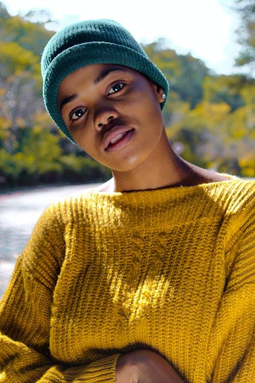 Photos gratuites de expression du visage, femme, femme noire, jaune