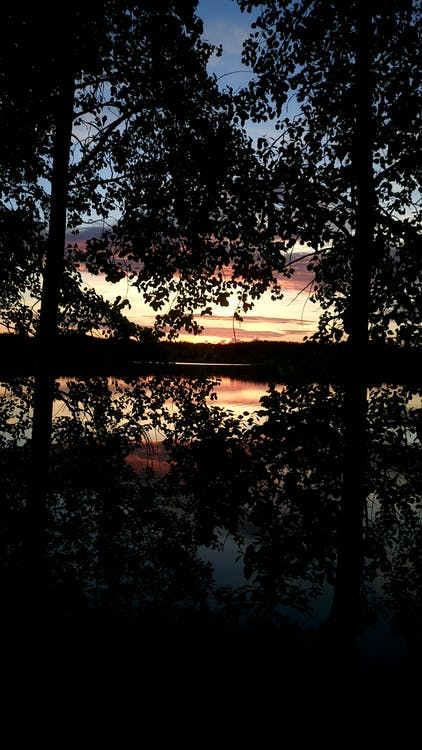 odraz jezera, západ slunce