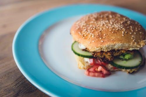 三明治, 圓髮髻, 小黃瓜, 漢堡 的 免费素材照片