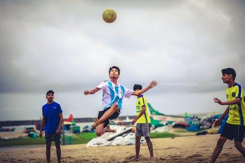 Gratis arkivbilde med fotballkamp, fotballspiller, indisk gutt, russland