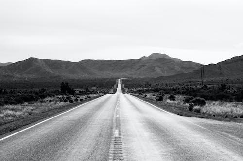 Gratis stockfoto met asfalt, bergen, beton, eenkleurig