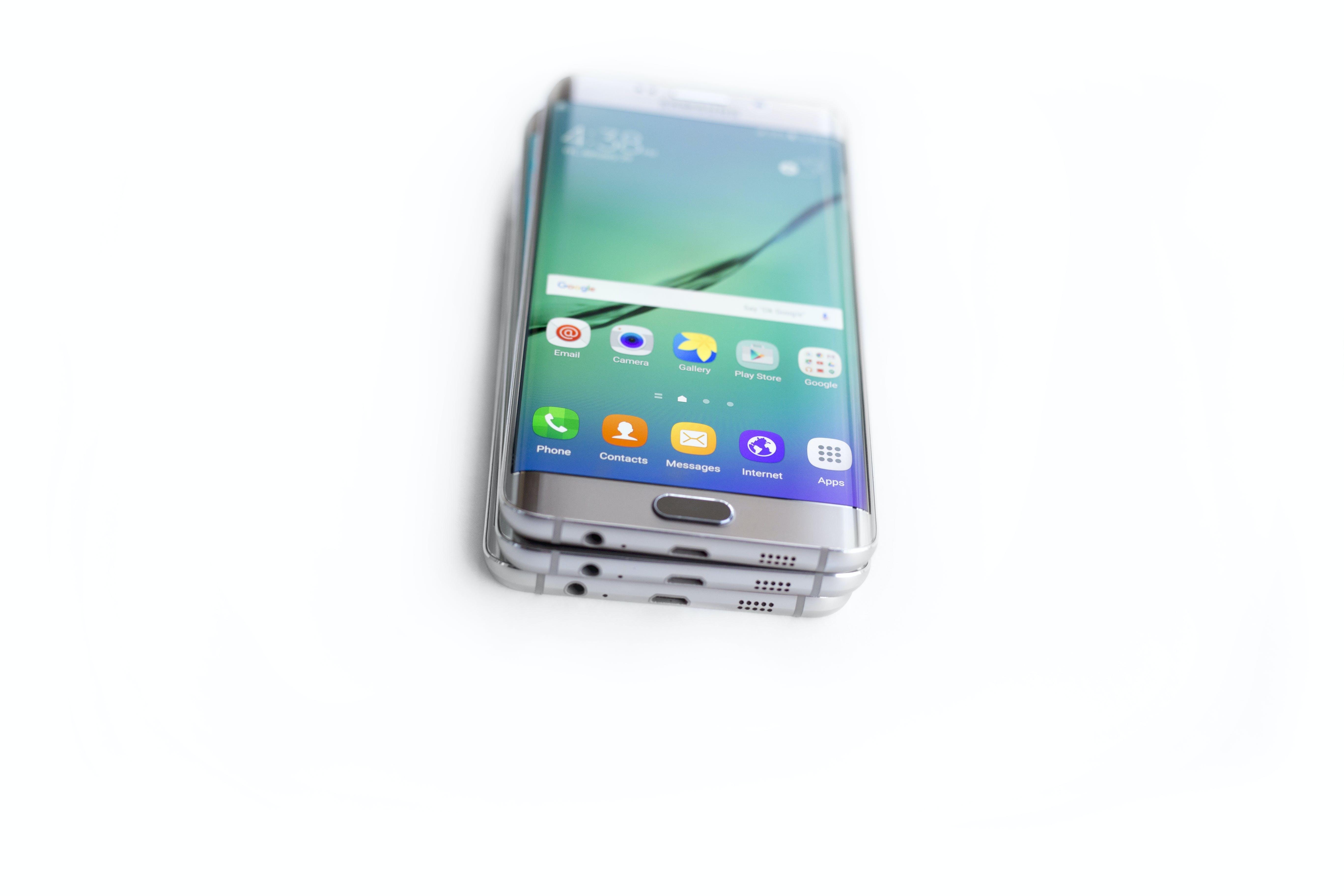 Kostenloses Stock Foto zu andriod telefon, edge-plus, gestapelte phones, samsung galaxy s6 edge-plus