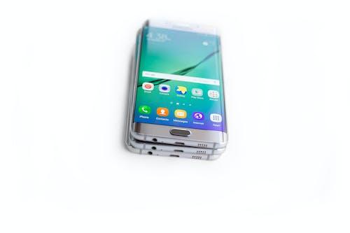 Ilmainen kuvapankkikuva tunnisteilla älypuhelin, andriod-puhelin, edge plus, pinotut puhelimet