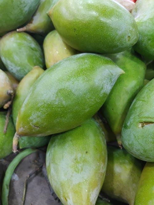 Бесплатное стоковое фото с зеленые манго, манго, рынок, свежий овощ